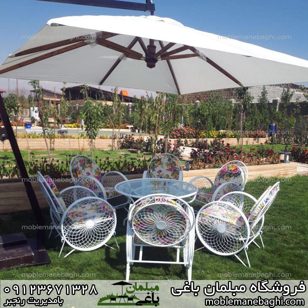 مبلمان باغی میز و صندلی کالسکه ای همراه با چترباغی سفید یکطرفه