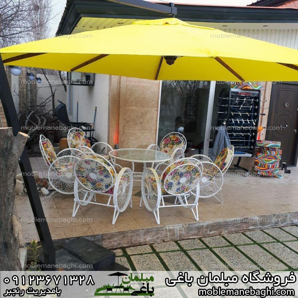مبلمان باغی میز و صندلی کالسکه ای همراه چتر و سایبان زرد زنگ