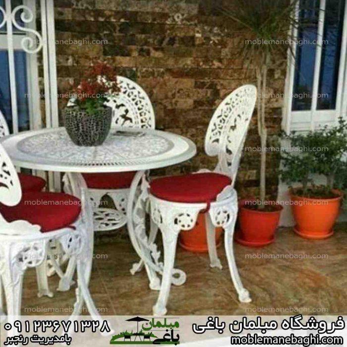 میز و صندلی طاووسی چهار نفره با رنگ تشک قرمز