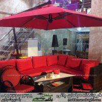 سایه بان باغی مدل پایه کنار رنگ قرمز بسیار خاص ست شده با میزوصندلی حصیری