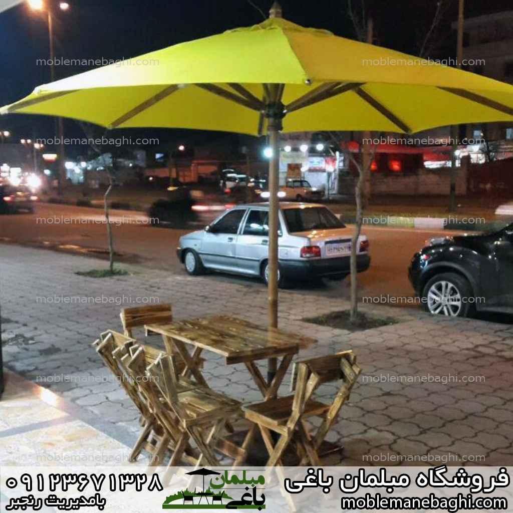 چتر باغی زرد پایه چوب روس به همراه صندلی های چوبی بسیار ست و زیبا