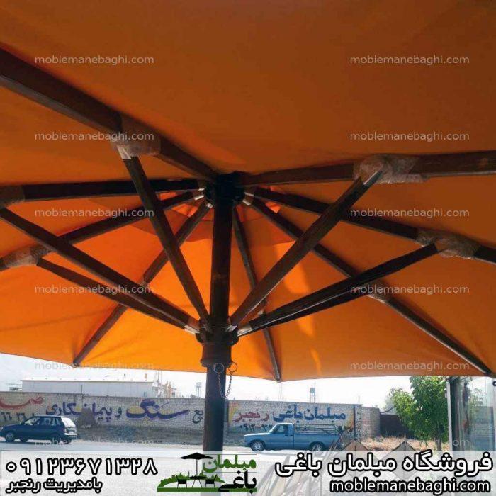 سایه بان باغی مدل چتری رنگ زرد با پایه چوبی روس