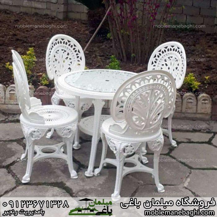 ست چهار نفره صندلی پلیمری وسط حیاط ویلا