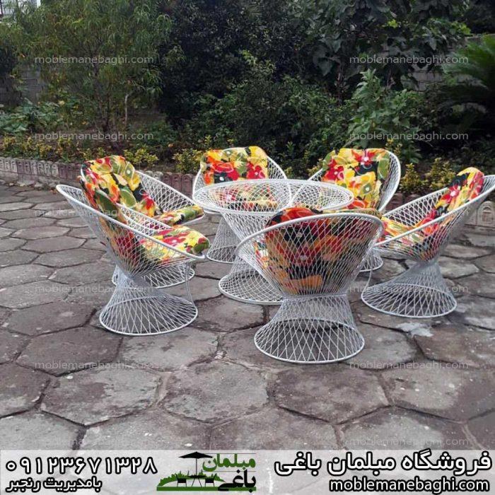 میزوصندلی بامبو در حیاط باغی زیبا ست شش نفره رنگ شاد