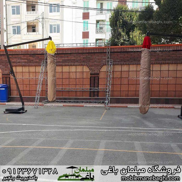 چترباغی مدل پایه کنار درحالت جمع شده در حیاط مدرسه