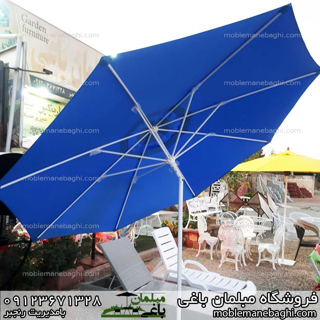 چترباغی مدل زاویه خور رنگ آبی قطر سایه سه متر پاریچه برزنتی نانو بسیار باکیفیت روبروی فروشگاه مبلمان باغی