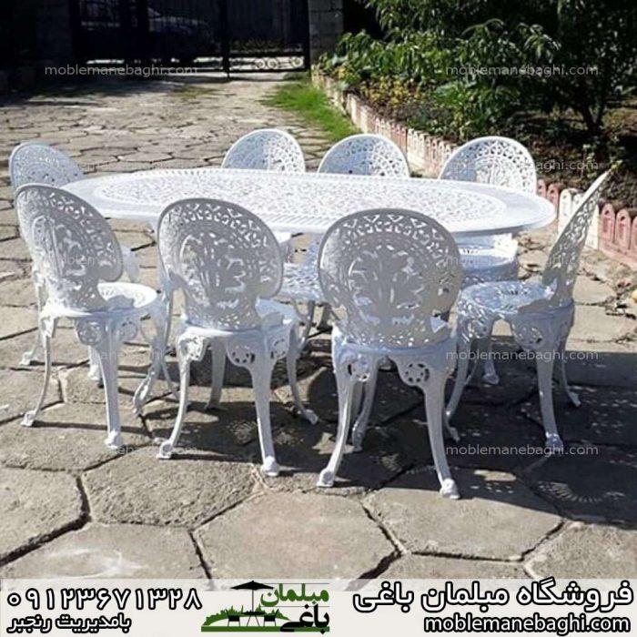 میزوصندلی آلومینیومی مدل طاووسی ست هشت نفره با میزبیضی در حیاط ویلایی لاکچری