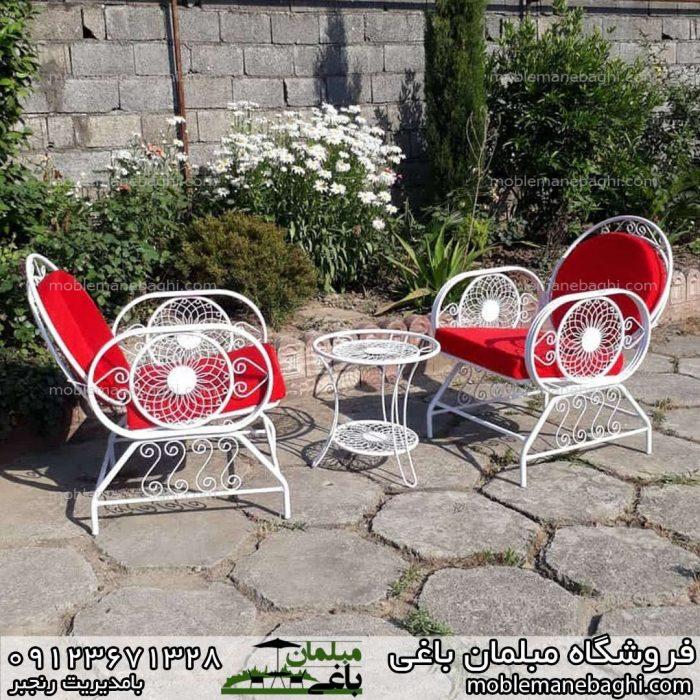 مبلمان فضای باز مدل خورشیدی ست دونفره شیک و لاکچری قرمز رنگ خاص در حیاط ویلایی زیبا