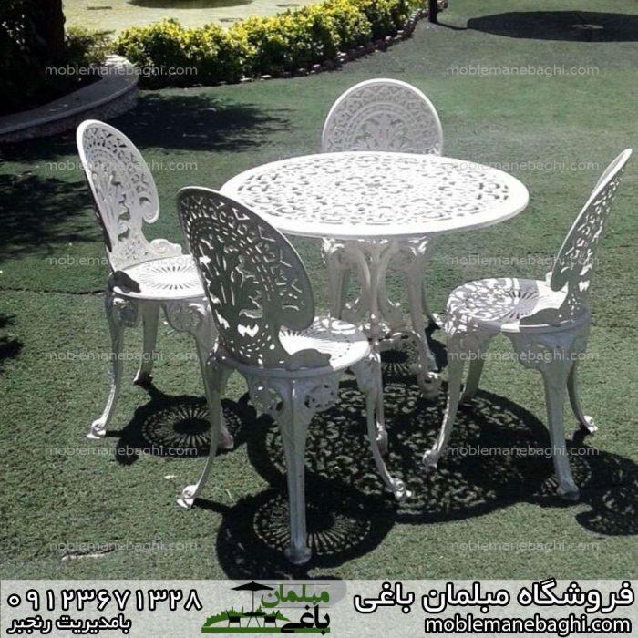 میزوصندلی طاووسی جنس آلومینیوم مخصوص فضای باز ویلا و حیاط بر روی چمن مصنوعی ست چهار نفره