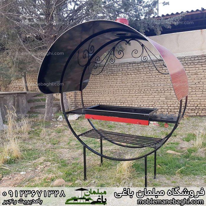 کبابپز گازی ذغالی دوکاره در حیاط باغی زیبا