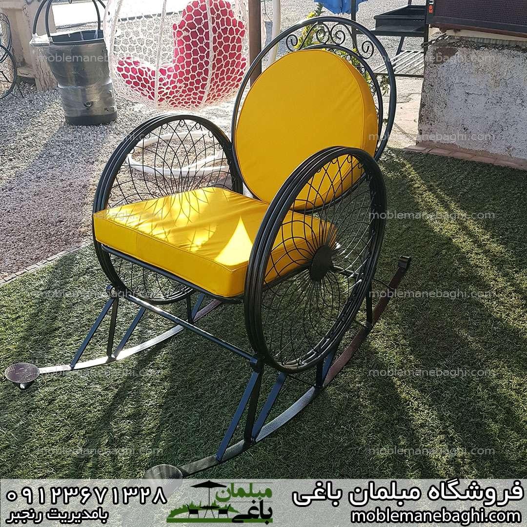 صندلی گهواره ای یا راک فلزی با پارچه ضد آب زرد رنگ بسیار زیبا و آرامبخش مناسب ویلا و باغ و بالکن
