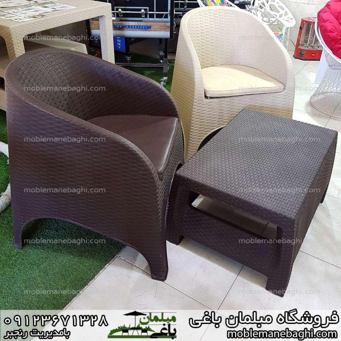 صندلی حصیری ناصرپلاستیک کد890 بصورت دونفره با جلومبلی ناصرپلاستیک کد3020 در رنگ های کرم و قهوه ای