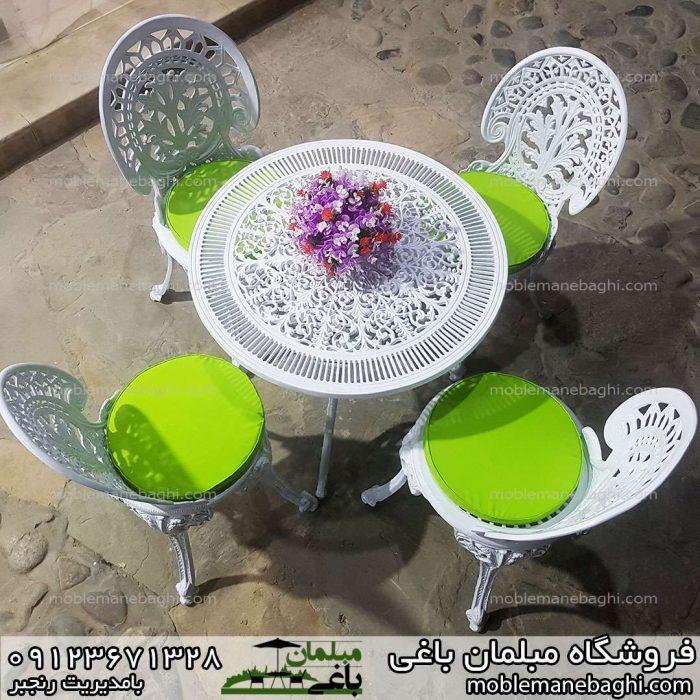 مبلمان آلومینومی مدل طاووسی میزوصندلی آلومینیومی با تشک سبز ست چهار نفره بسیار زیبا از نمای بالا