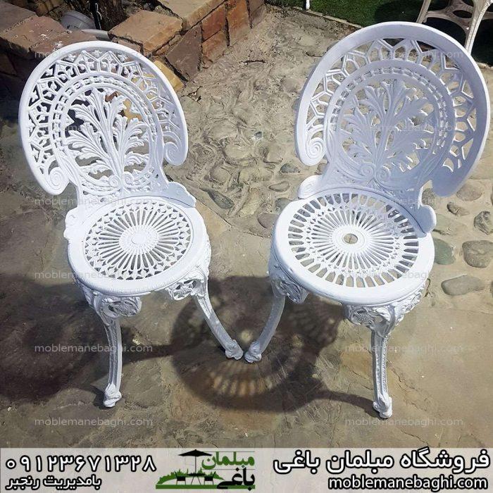 صندلی آلومینیومی مدل طاووسی سایز بزرگ و صندلی آلومینومی مدل طاووسی سایز کوچک در کنار یکدیگر