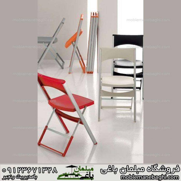 صندلی تاشو کلاسیک رنگ قرمز همراه صندلی تاشو کلاسیک رنگ مشکی و نارنجی و صندلی تاشو رنگ خاکی