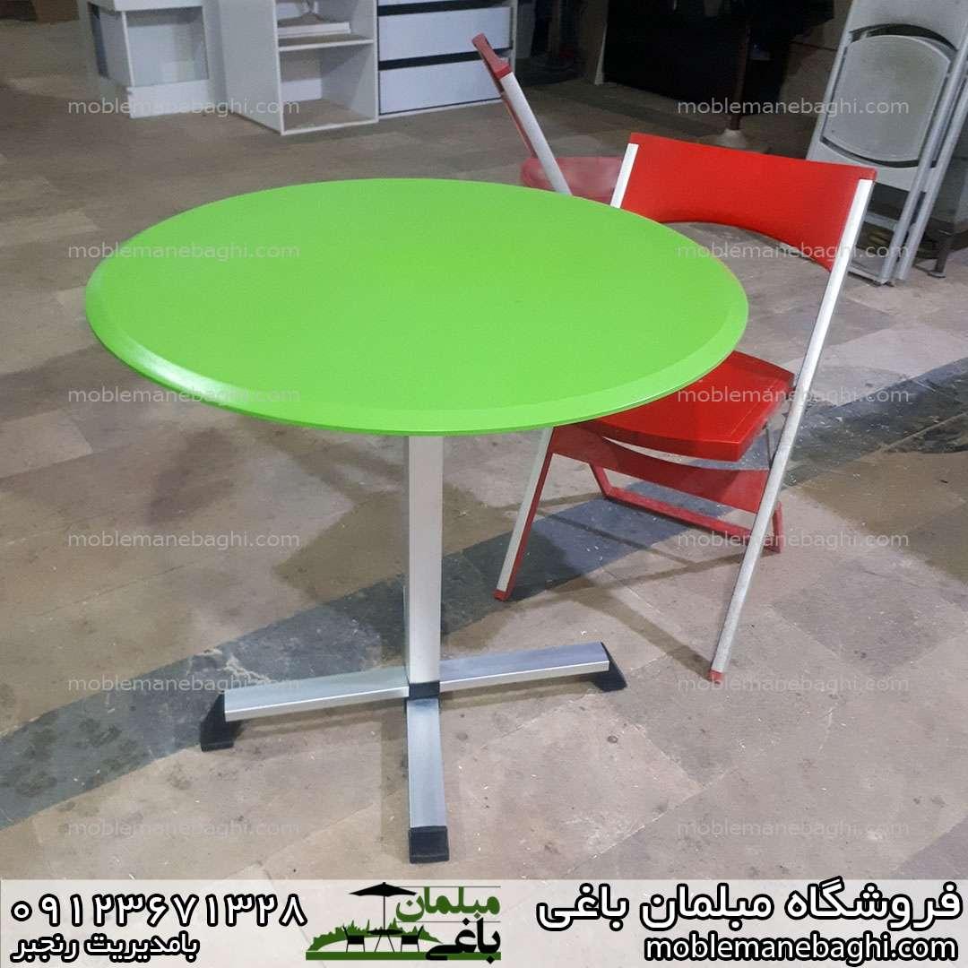 میز تاشو گرد بسیار باکیفیت رنگ سبز همراه صندلی تاشو کلاسیک رنگ قرمز نارنجی