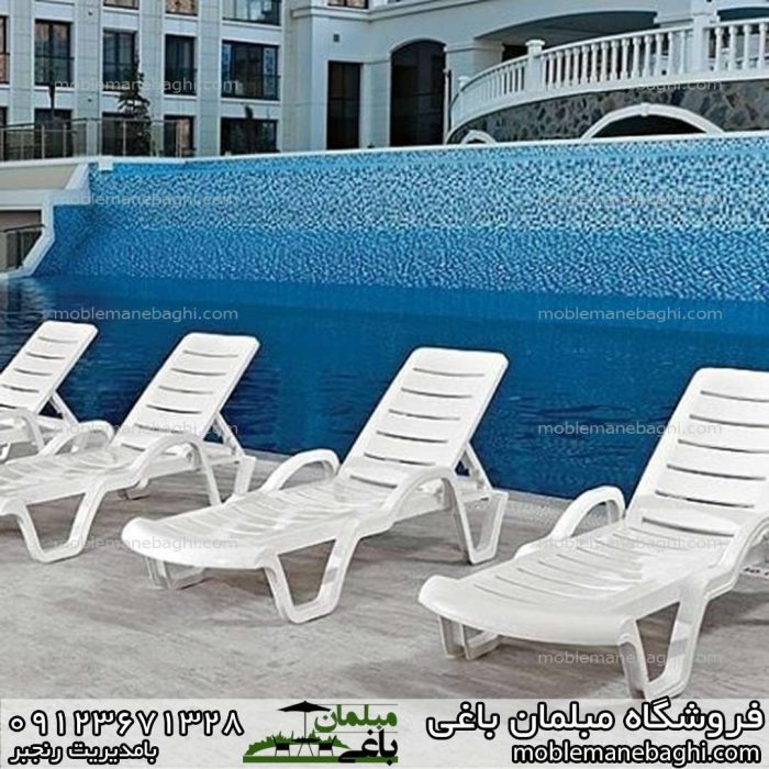 تخت کنار استخری مدل آوانگارد در کنار استخری زیبا و لاکچری پنج عدد در رنگ سفید