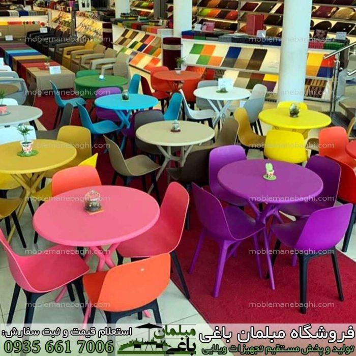 مرکز فروش صندلی پلیمری بابل مدل تیکا به صورت ست های چهار نفره نهارخوری پلیمری بابل با رنگ های متنوع در کنار یکدیگر در نمایشگاه و مرکز بورس صندلی بابل با قیمت مناسب پخش عمده صندلی پلیمری