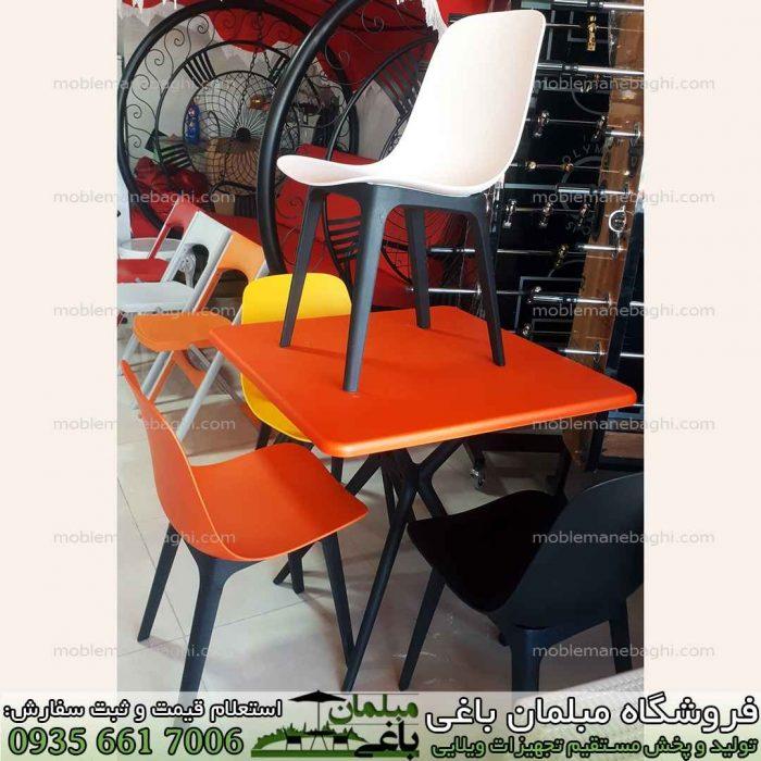 میز پلیمری مربع و صندلی پلیمری تیکا رنگ سفید و میز پلیمری چهار نفره نهار خوری مدل مربع رنگ نارنجی و نمایی از مرکز پخش عمده صندلی پلیمری و صندلی رستورانی مخصوص فضای باز و برند معتبر بابل