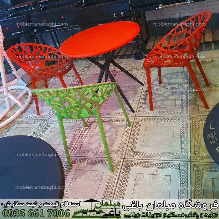 مبلمان باغی مدل صندلی پلی کربنات مدل درختی در رنگ سبز و قرمز به همراه صندلی پلی کربنات نهار خوری با قیمت مناسب مخصوص آپارتمان تراس و فضای باز باغ و ویلا با قیمت مناسب در مرکز پخش مبلمان پلیمری و پلی کربنات مخصوص فضای باز