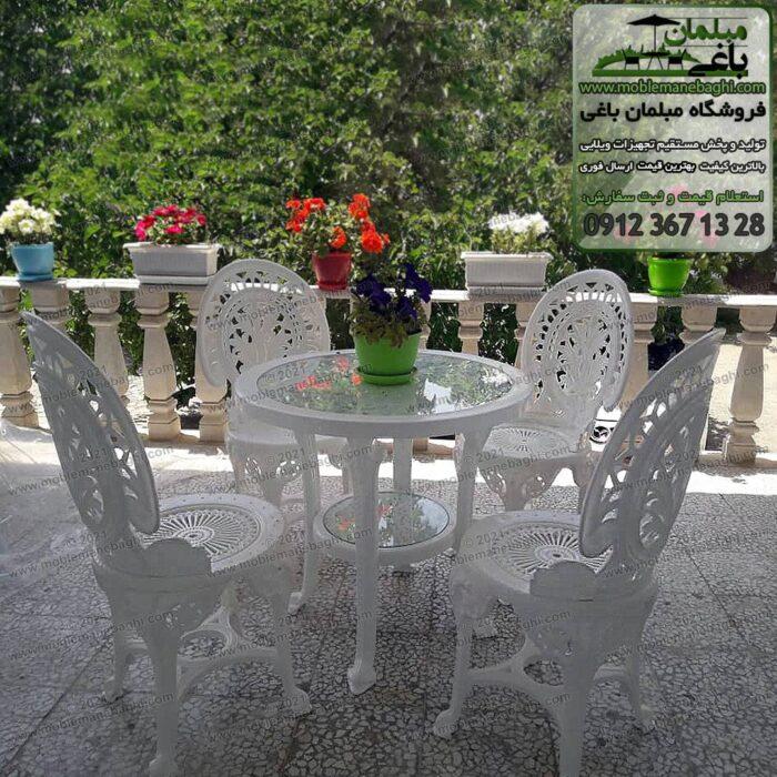 صندلی پلیمری و مبلمان پلیمری نهارخوری مخصوص تراس آپارتمان و فضای باز واقع در تراس ویلایی شیک با ویوی جنگل