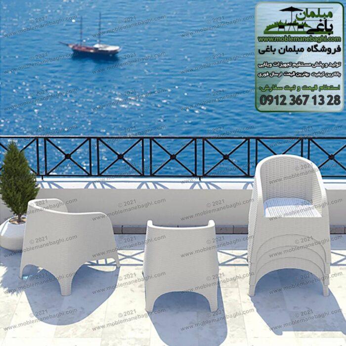 مبلمان حصیری مدل مبلی کد890 رنگ سفید مخصوص فضای باز داخل تراس یک ویلای زیبا با ویوی دریا