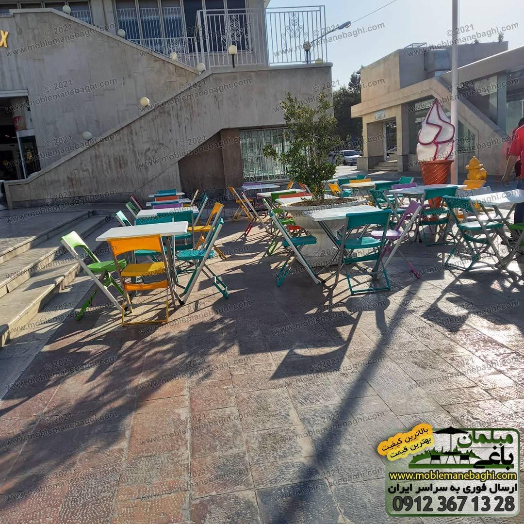 میز و صندلی تاشو پایه آلومینیومی درجه یک مناسب فضای باز و رستوران و فوت کورت با رنگهای بسیار شاد و زیبا مناسب رستوران واقع در محوطه رستورانی در مشهد ارسالی مشتری مبلمان باغی