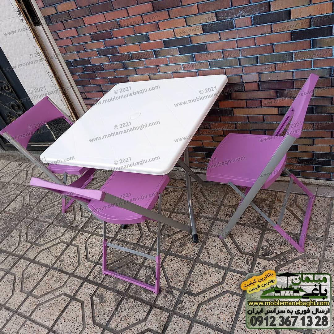 ست میز و صندلی تاشو کلاسیک مناسب رستوران و فضای باز باغ و باغچه و کنار استخر با پایه های آلومینیومی و ضد زنگ صندلی تاشو رنگ بنفش و میز تاشو نهارخوری رنگ سفید است