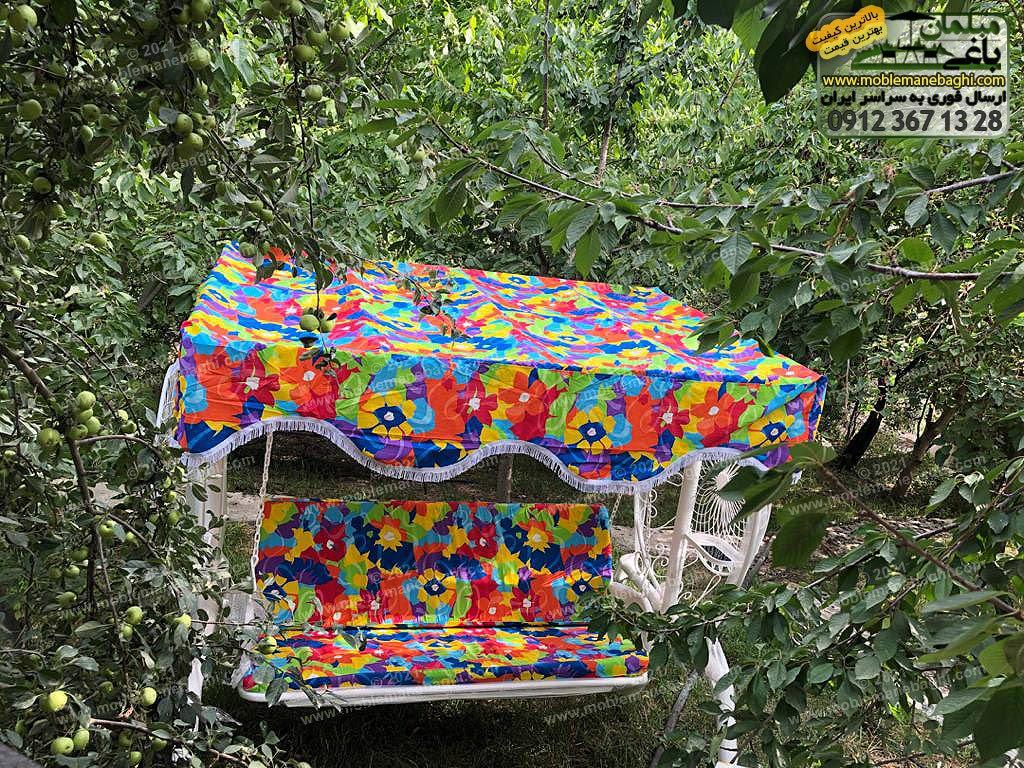 تاب فلزی باغی مدل گلبرگ واقع در باغی زیبا در بومهن تهران ارسالی مشتری رنگ تاب باغی سفید و تشک و پارچه سقف تاب باغی به رنگ آبی است واقع در باغی باصفا با میوههای گیلاس و سیب