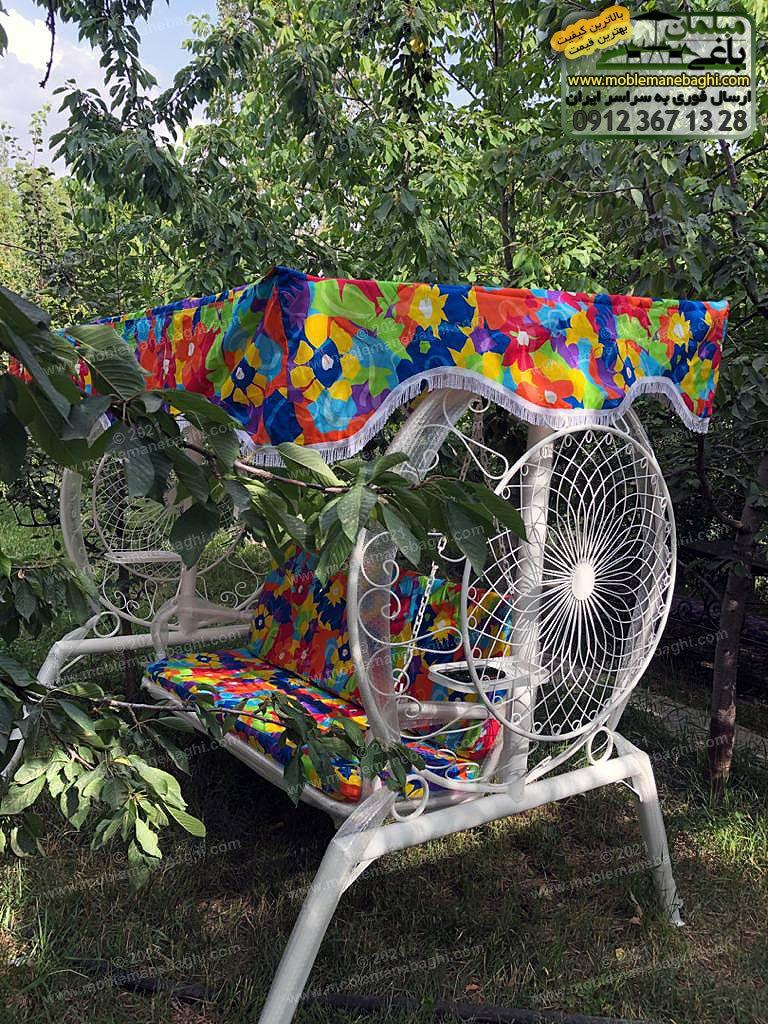 تاب باغی درجه یک از جنس فلز آهن با روکش ضد زنگ به رنگ سفید با تشک آبی استخری واقع در باغی باصفا واقع در بومهن تهران ارسالی مشتری مبلمان باغی